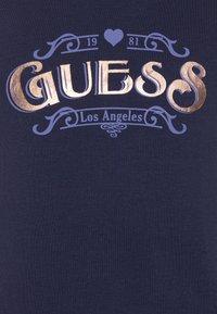 Guess - JUNIOR HIGH LOW - Print T-shirt - bleu/deck blue - 2