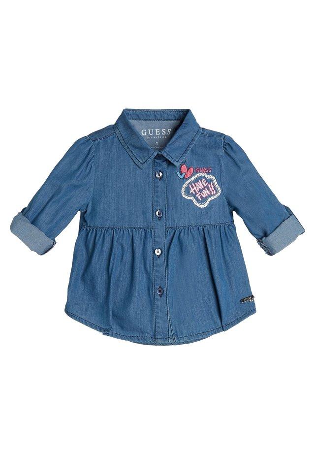 GUESS HEMD CHAMBRAY - Overhemdblouse - blau