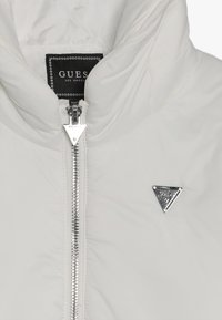 Guess - JUNIOR PADDED HOODED LONG JACKET - Płaszcz zimowy - white clay - 4
