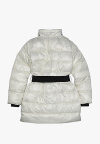 Guess - JUNIOR SHINY PADDED HOODED JACKET - Zimní kabát - white clay - 2