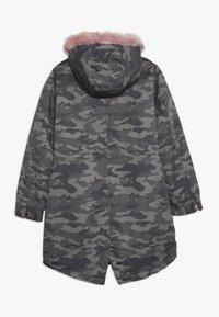 Guess - JUNIOR DRILL  - Zimní kabát - green - 1