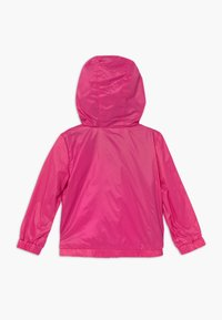 Guess - HOODED JACKET BABY - Allvädersjacka - rouge/shocking pink