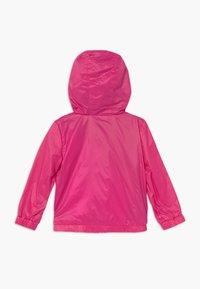 Guess - HOODED JACKET BABY - Lehká bunda - rouge/shocking pink - 1