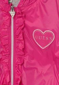 Guess - HOODED JACKET BABY - Lehká bunda - rouge/shocking pink - 3