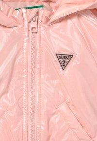 Guess - HOODED ZIPPER BABY - Winter jacket - pink sky - 3