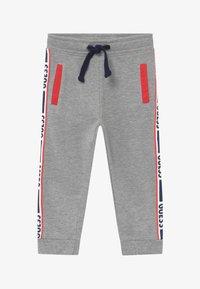 Guess - TODDLER ACTIVE PANTS - Tracksuit bottoms - light heather grey melange - 2