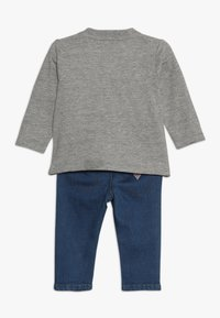 Guess - PANTS BABY SET - Slim fit jeans - light heather grey - 1