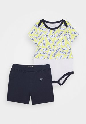 BODY SHORTS SET - Camiseta estampada - yellow