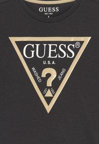 Guess - JUNIOR CORE - T-shirt z nadrukiem - phantom - 3