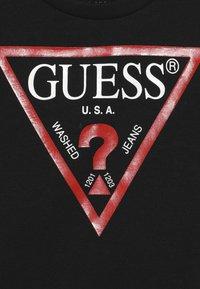 Guess - TODDLER CORE - Print T-shirt - jet black - 3