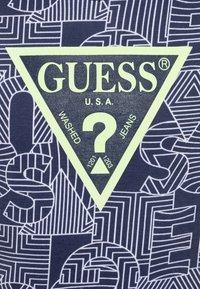 Guess - JUNIOR - Print T-shirt - blue - 2