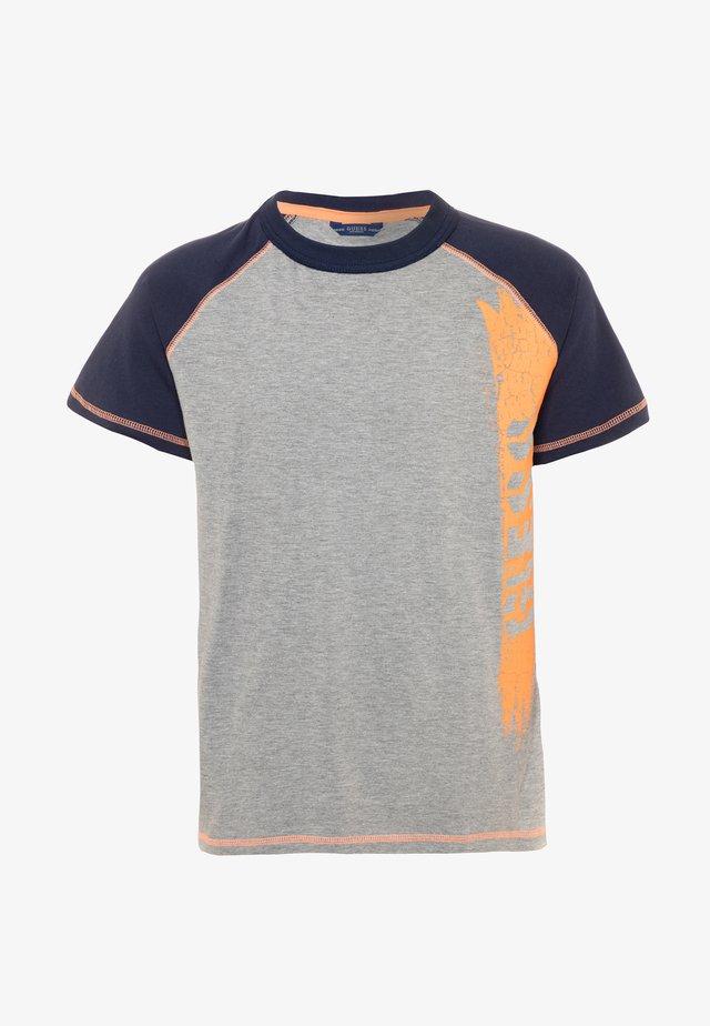 JUNIOR  - Camiseta estampada - light heather grey