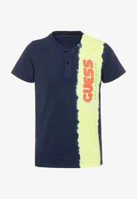 Guess - JUNIOR - Print T-shirt - bleu/deck blue - 0