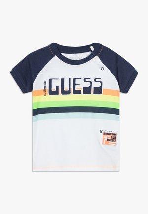 T-shirts med print - blanc pur