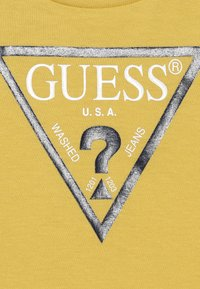 Guess - CORE BABY - Camiseta estampada - gold rush yellow - 3