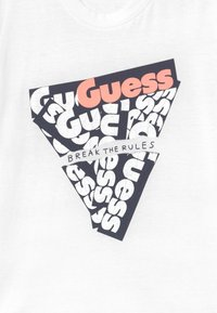Guess - T-shirt con stampa - blanc pur - 3