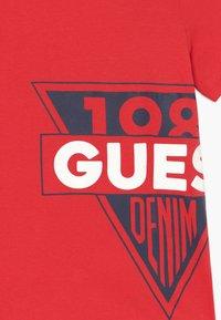 Guess - JUNIOR  - Print T-shirt - red - 3