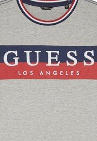 Guess - JUNIOR - T-shirt z nadrukiem - grey - 3