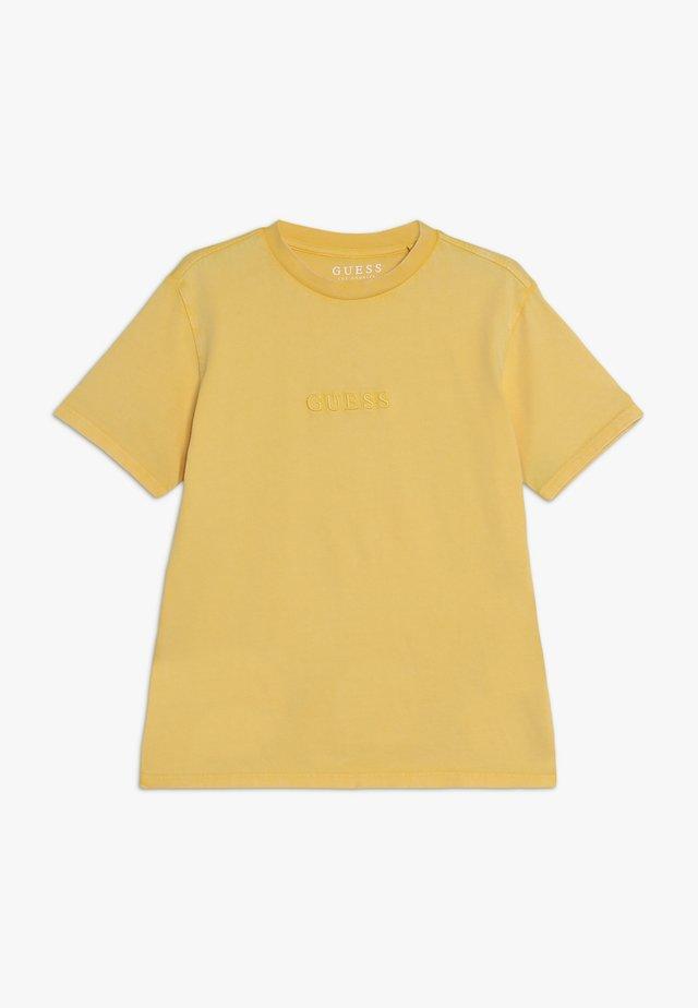 JUNIOR UNISEX OVERSIZE  - T-shirt basic - gold rush yellow