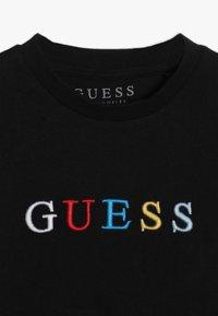 Guess - TODDLER UNISEX OVERSIZE - Print T-shirt - jet black - 4
