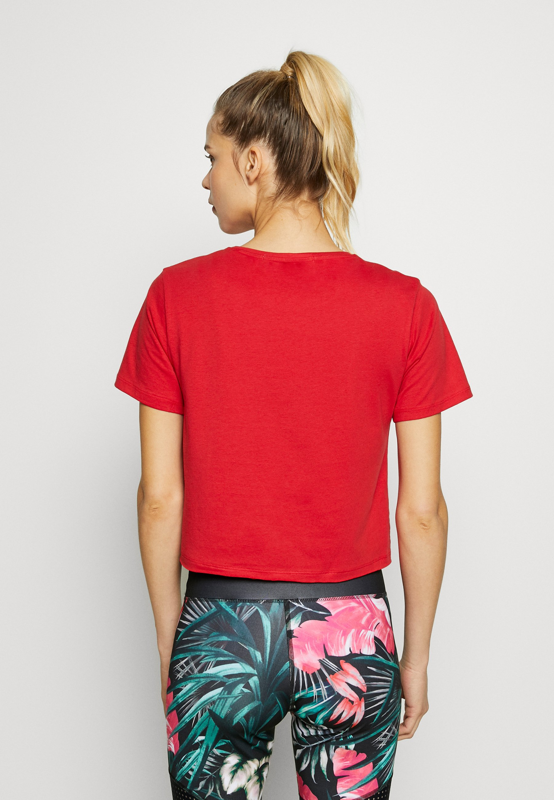 Guess CROP  - T-shirts med print - red