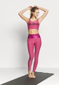 Guess - ACTIVE BRA - Sujetador deportivo - purple blush - 1