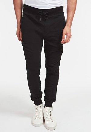 GUESS JOGGINGHOSE AUS SWEATGEWEBE - Spodnie treningowe - schwarz