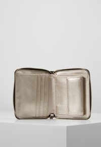 Guess - ALINE  - Portefeuille - brown/multi - 5