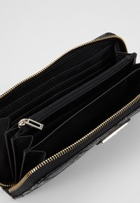Guess - ASTRID LARGE ZIP AROUND - Wallet - black - 5