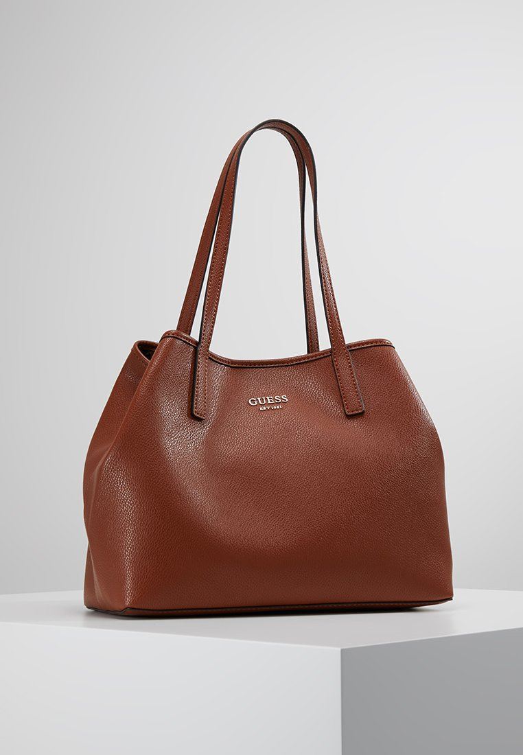 Guess - VIKKY TOTE SET - Handbag - cognac