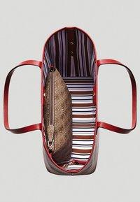 Guess - VIKKY SET - Handbag - brown - 3