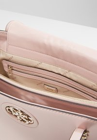 Guess - OPEN ROAD  - Handbag - blush - 4