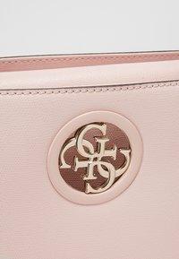 Guess - OPEN ROAD  - Handbag - blush - 6