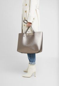Guess - UPTOWN CHIC BARCELONA TOTE SET - Tote bag - pewter - 1