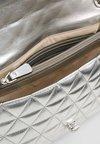Guess - LAIKEN SHOULDER BAG - Handtasche - silver