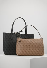 Guess - BOBBI INSIDE OUT TOTE SET - Handbag - coal/brown - 6