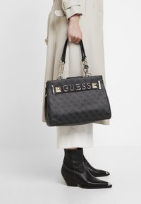 Guess - KERRIGAN GIRLFRIEND CARRYALL - Torebka - coal - 1