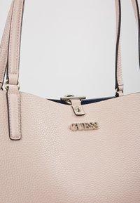 Guess - ALBY TOGGLE TOTE SET - Tote bag - blush - 8