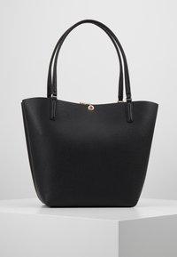 Guess - ALBY TOGGLE TOTE SET - Handbag - black - 2