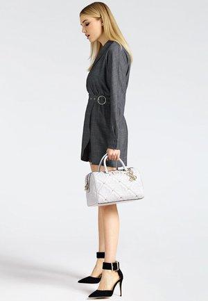 GESTEPPT NIETEN - Handbag - off white