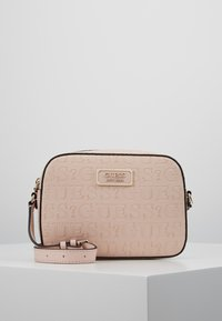 Guess - KAMRYN CROSSBODY TOP ZIP - Skulderveske - peach - 0