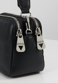 Guess - ZANA SHOULDER BAG - Sac à main - black - 6