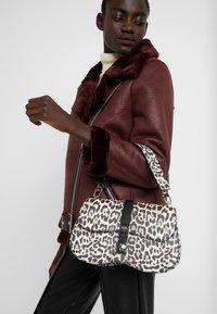 Guess - ASHER SHOULDER BAG - Taška spříčným popruhem - brown - 1