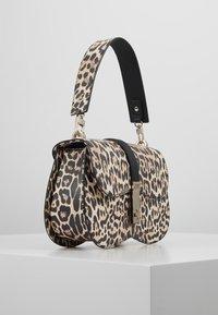 Guess - ASHER SHOULDER BAG - Taška spříčným popruhem - brown - 3