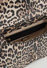 Guess - ASHER SHOULDER BAG - Taška spříčným popruhem - brown - 4