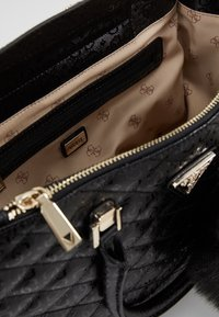 Guess - ASTRID LARGE STATUS SATCHEL - Handtas - black - 4