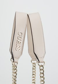 Guess - BRIELLE GIRLFRIEND SATCHEL - Kabelka - taupe - 5