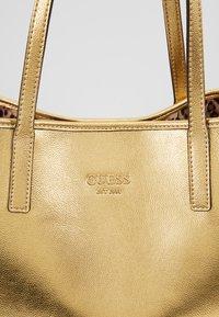 Guess - VIKKY TOTE SET - Handbag - gold - 8