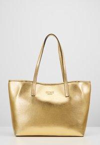 Guess - VIKKY TOTE SET - Handbag - gold - 6