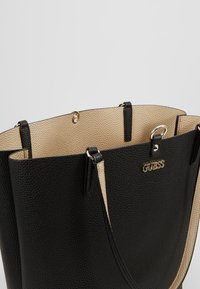 Guess - ALBY TOGGLE TOTE SET - Bolso shopping - black/gold - 4